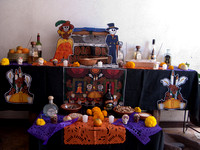 Étalage pour le mois des morts --- Display for the month of the dead.