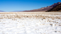 "Toutefois, les sels du basin environnant rendent l'eau non potable, donc mauvaise (badwater). -- However, the accumulated salts of the surrounding basin make it undrinkable, thus the name ""Badwater""."